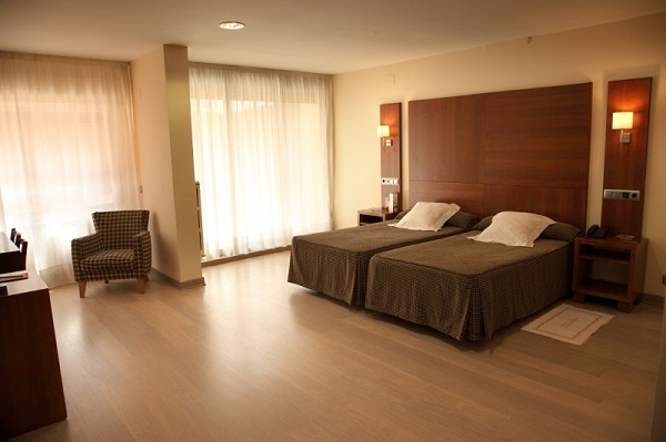 Hotel cesaraugusta reservas online for Habitacion cuadruple